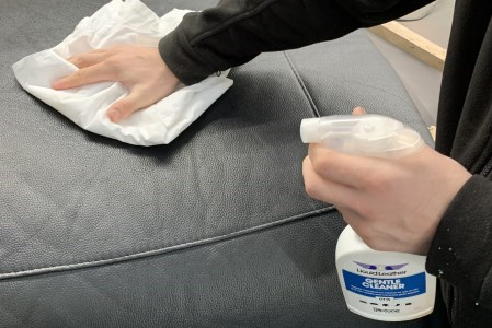The cleaning of a leather seat